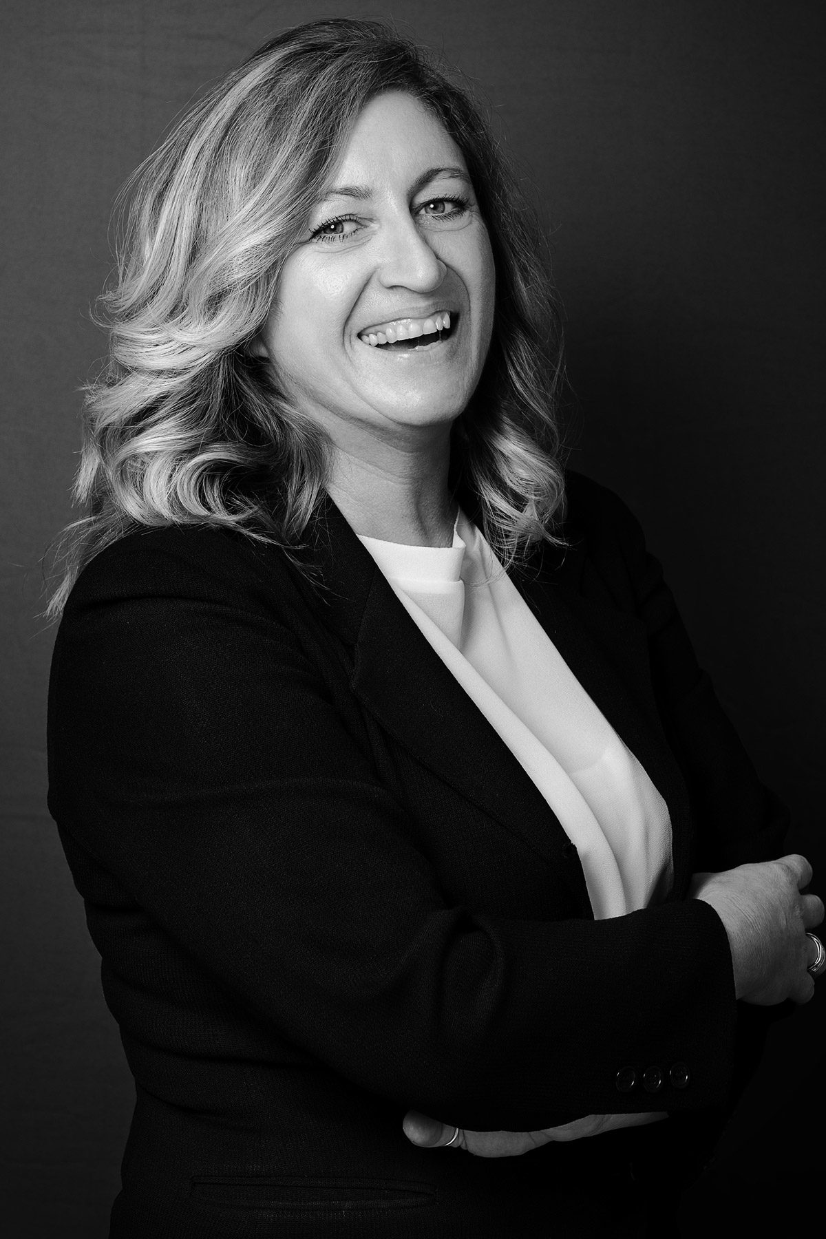 Ritratto Professionale di donna imprenditrice in bianco e nero - Fotografia - Foto Aziendale - Omar Viara Fotografo a Torino