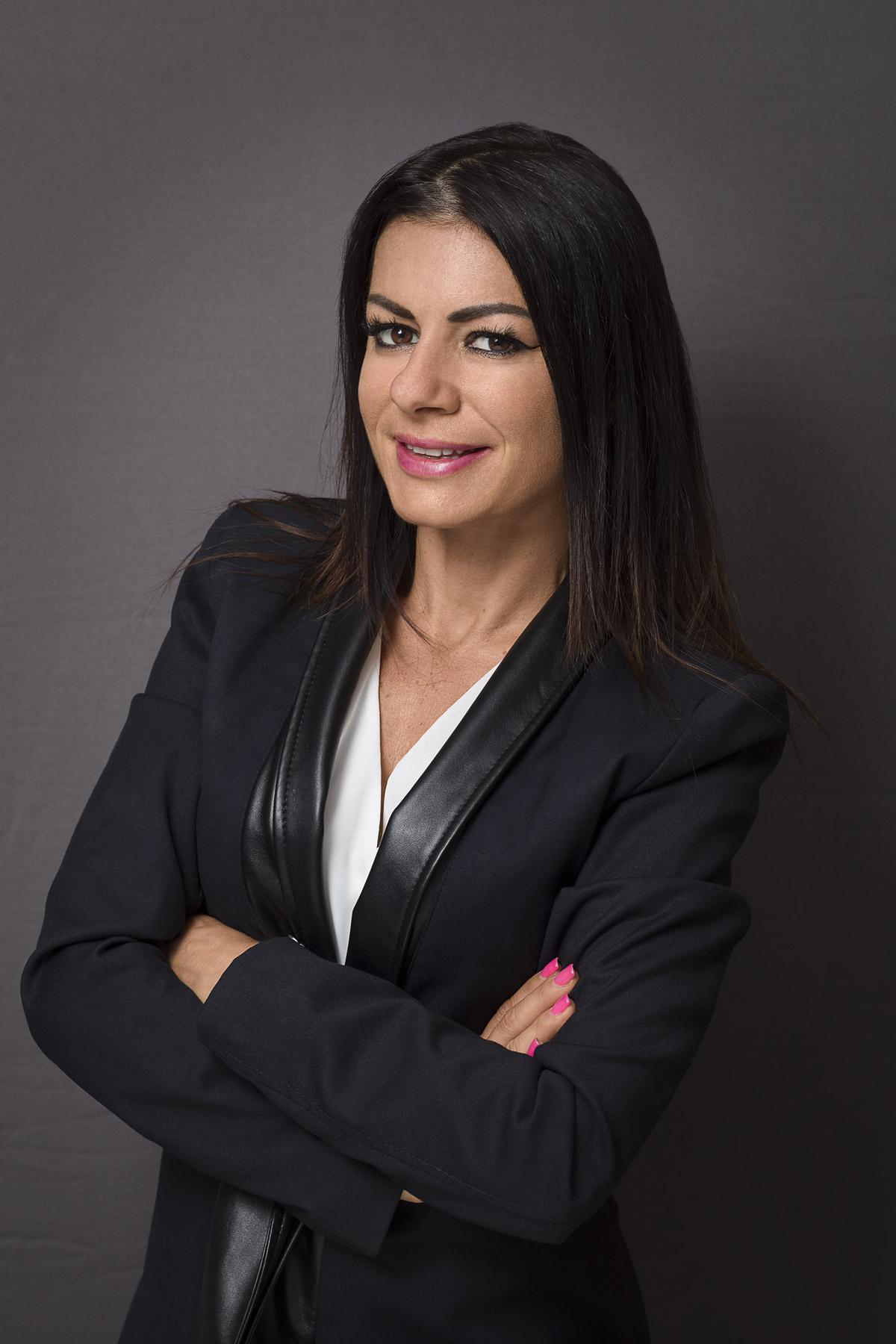 Ritratto Professionale di donna imprenditrice - Fotografia - Foto Aziendale - Omar Viara Fotografo a Torino