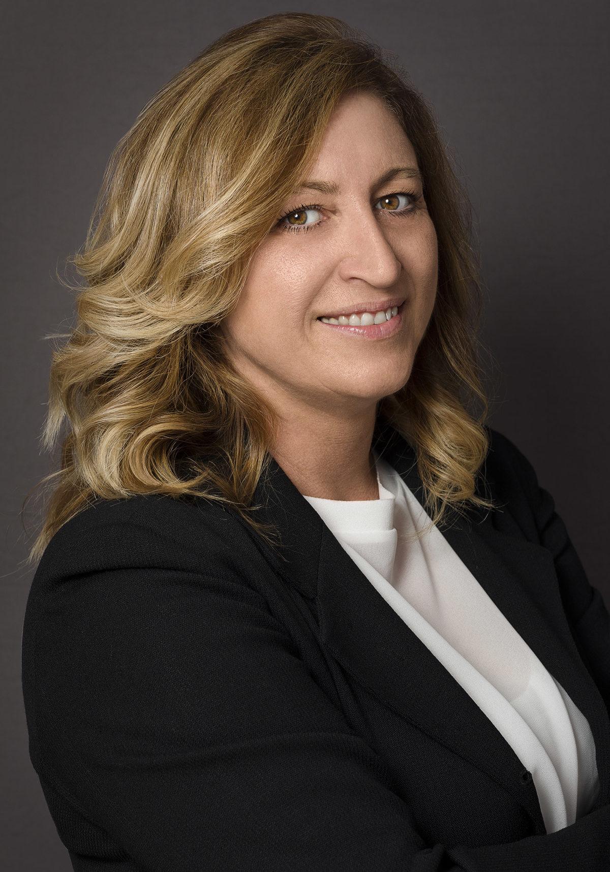 Ritratto Professionale di un'imprenditrice - Fotografia - Foto Aziendale - Omar Viara Fotografo a Torino